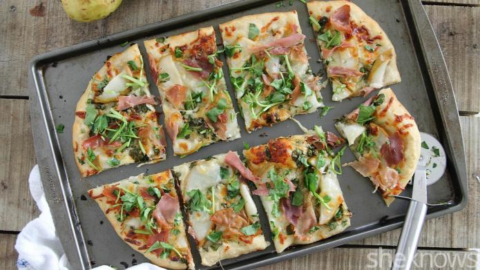 Pear and prosciutto pizza is the