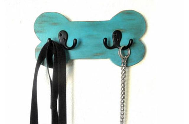 dog bone-shaped leash holder