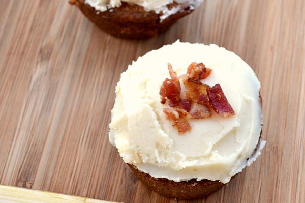 Bacon maple cupcakes