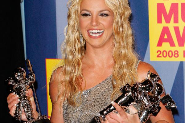 Britney wins at 2008 VMAs