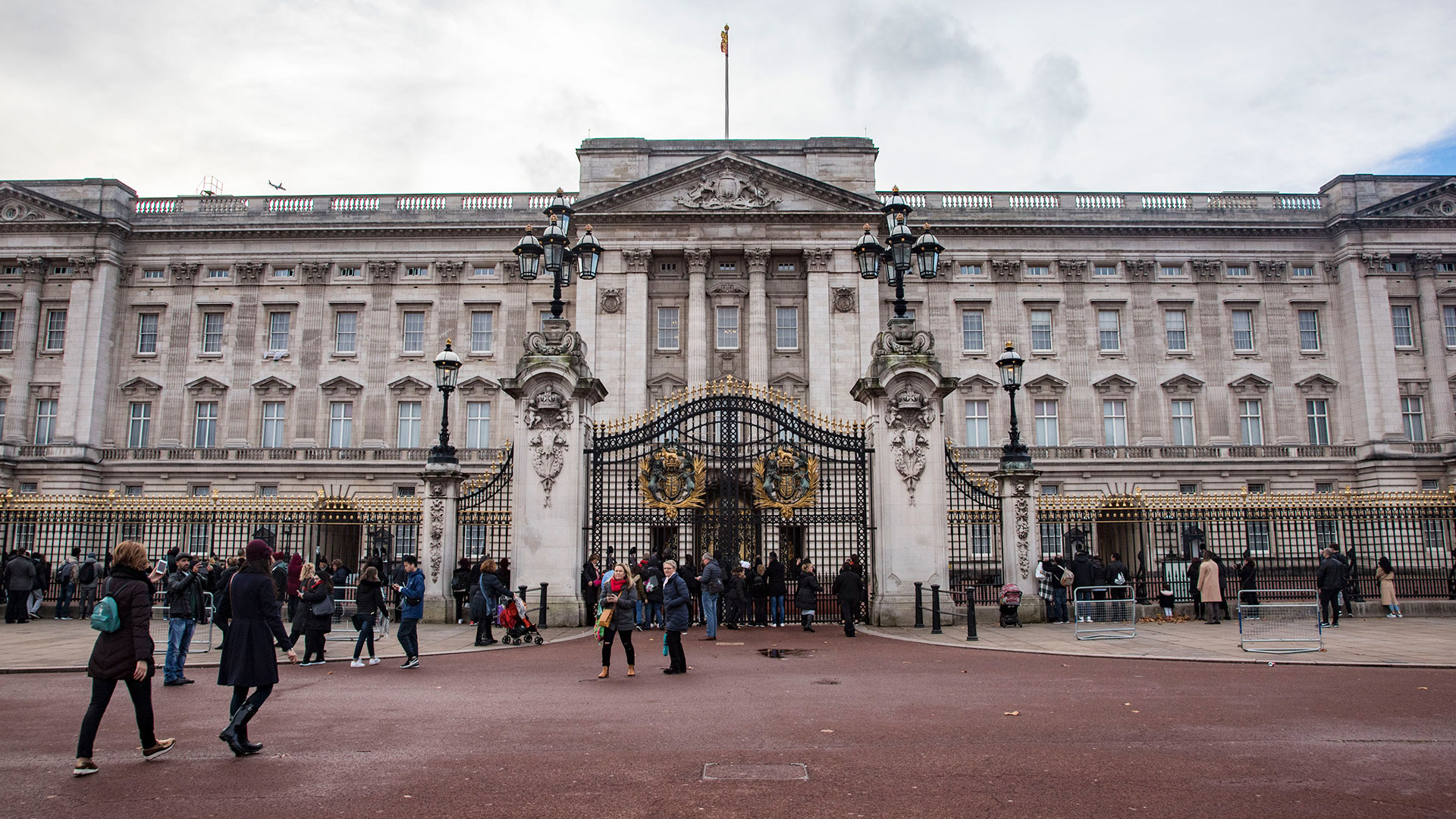 Here's How the Royals Are Decorating Buckingham Palace for Christmas – SheKnows