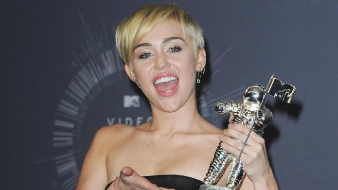 Miley Cyrus says social media hurts