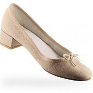 Women's cream colored shoes