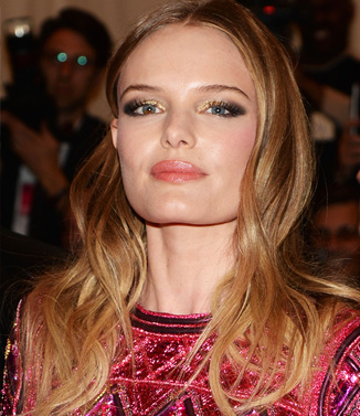 Kate Bosworth's loose curls and gold eyeshadow