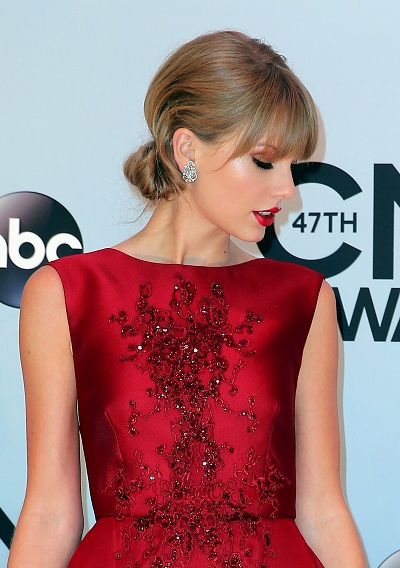 Taylor Swift's knotted hairstyle