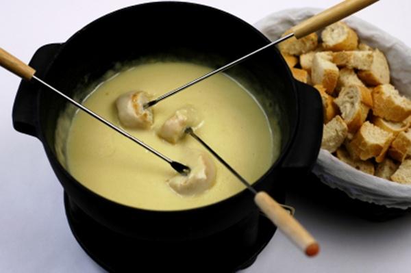 Cheddar and stout fondue | Sheknows.com