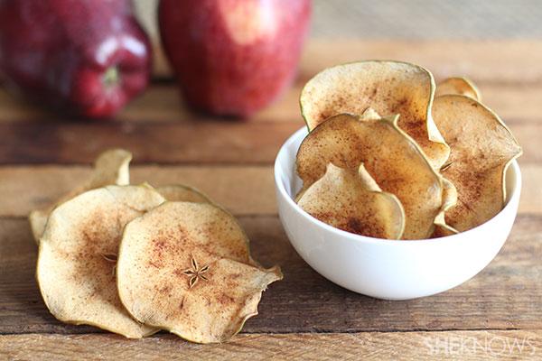 Baked apple crisps