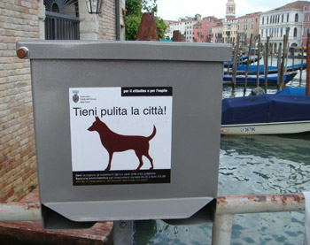 Dog poop pickup sign - Venice, Italy