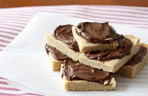 Nutella-covered brown sugar shortbread