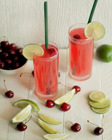 Old fashioned lemonade with fresh raspberries recipe
