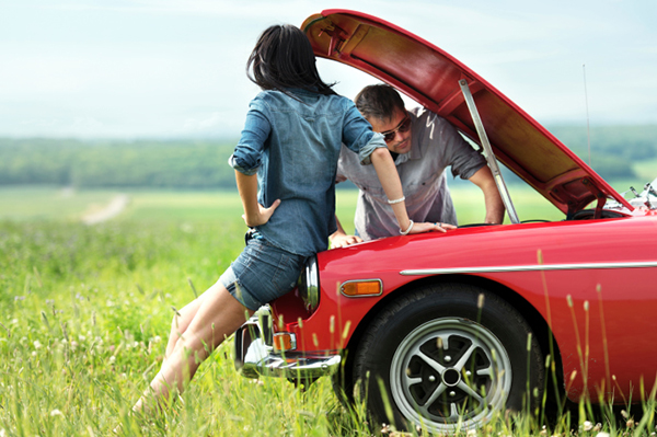 Couple broken down on road trip | Sheknows.com