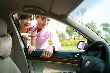 Couple buying car | Sheknows.com