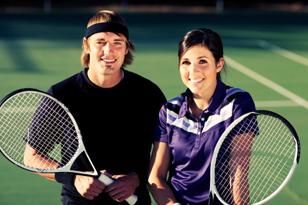 Couple on tennis date