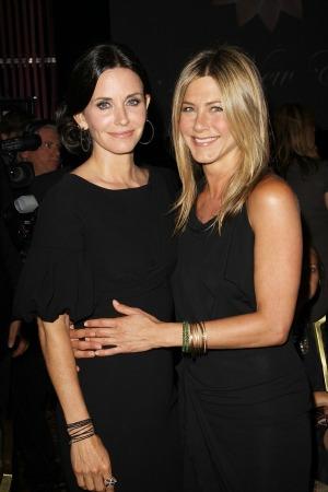 Courteney Cox and Jennifer Aniston stage a mini Friends reunion
