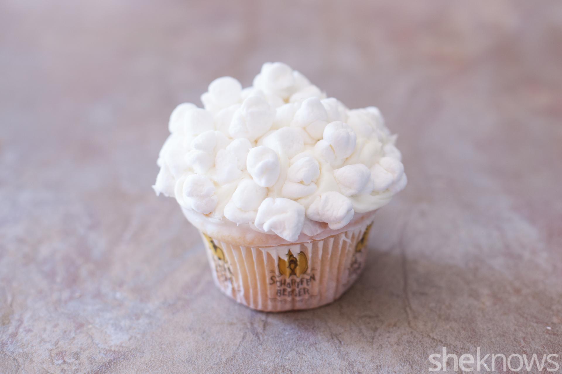 cracker-jack-lookalike-cupcakes
