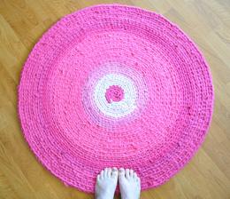 Crochet pink area rug