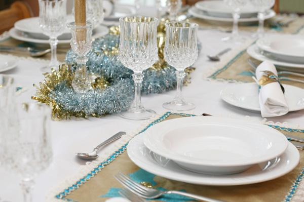 Color-inspired holiday tablescapes