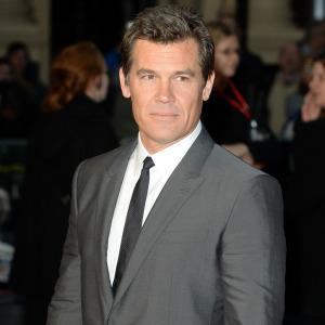Josh Brolin spotted kissing his assistant
