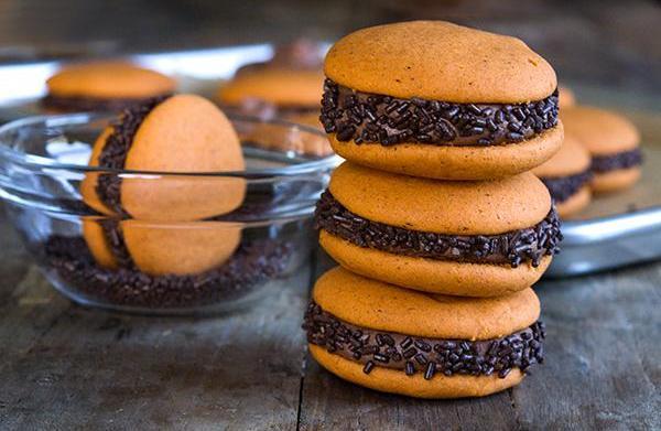 Gluten-free pumpkin whoopie pies with chocolate