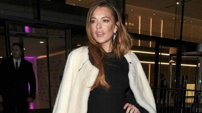 Lindsay Lohan deletes Photoshopped pic after