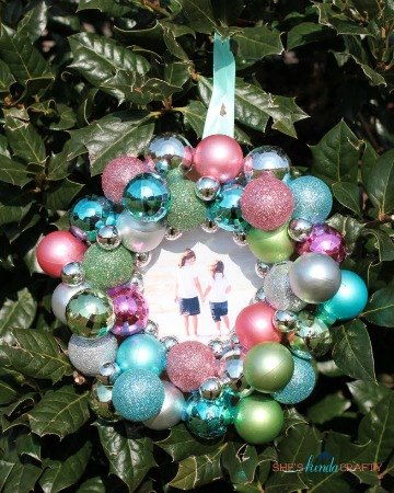 Christmas ornament frame - DIY Ornament Picture Frames €� SheKnows