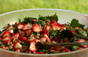 Spinach Strawberry Salad for a Crowd