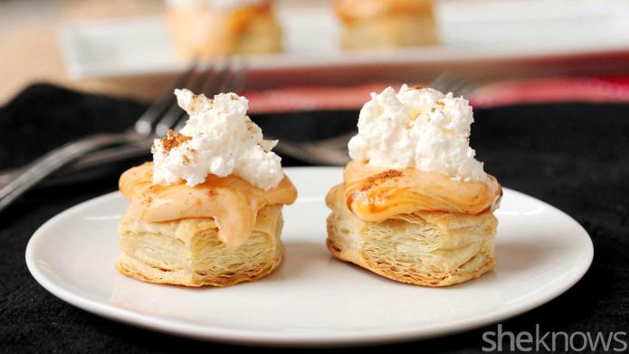 Pumpkin pudding and cheese pie puffs
