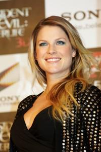 Ali Larter gives birth to a