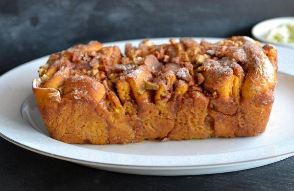 Caramel pumpkin apple pull apart bread