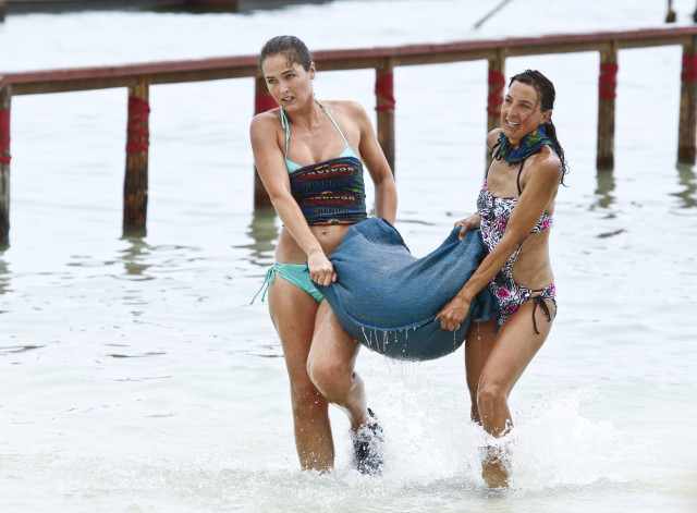 Elisabeth Markham and Debbie Wanner compete in challenge on Survivor: Kaoh Rong