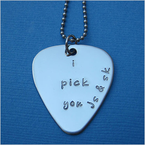 Personalized guitar pick | Sheknows.ca
