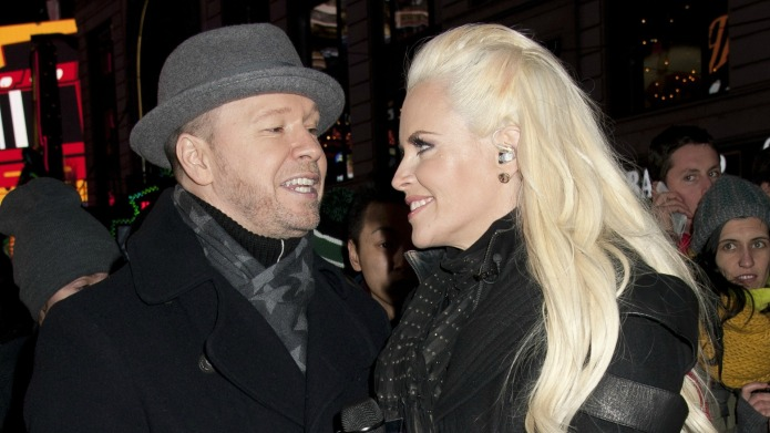 Jenny McCarthy tests Donnie Wahlberg's love,