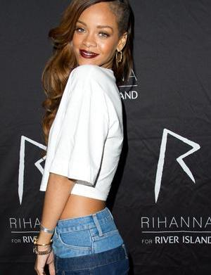 Rihanna will wear Givenchy on tour