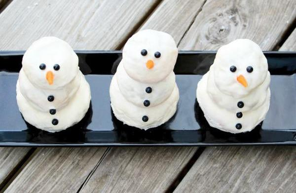 Cream cheese-stuffed cinnamon snowman rolls