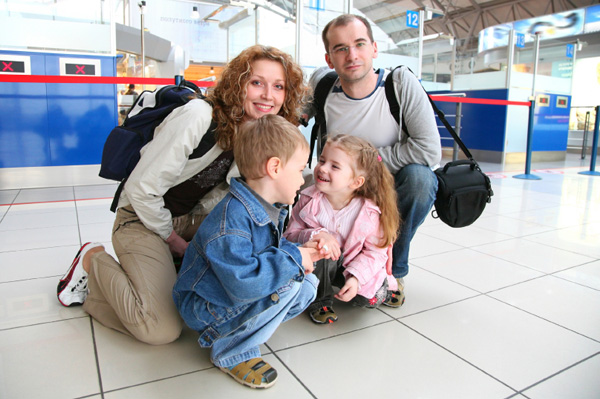 family-traveling-in-airport-at-holidays