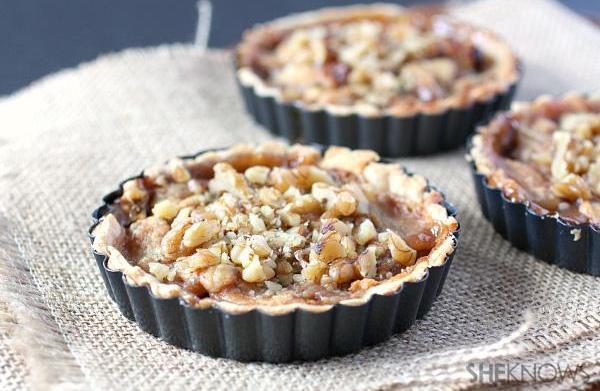 Pear, Gorgonzola and walnut pie