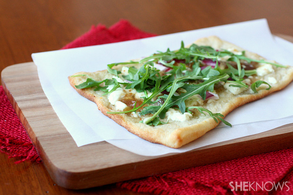 Fig jam, goat cheese and onion pizza | Sheknows.com