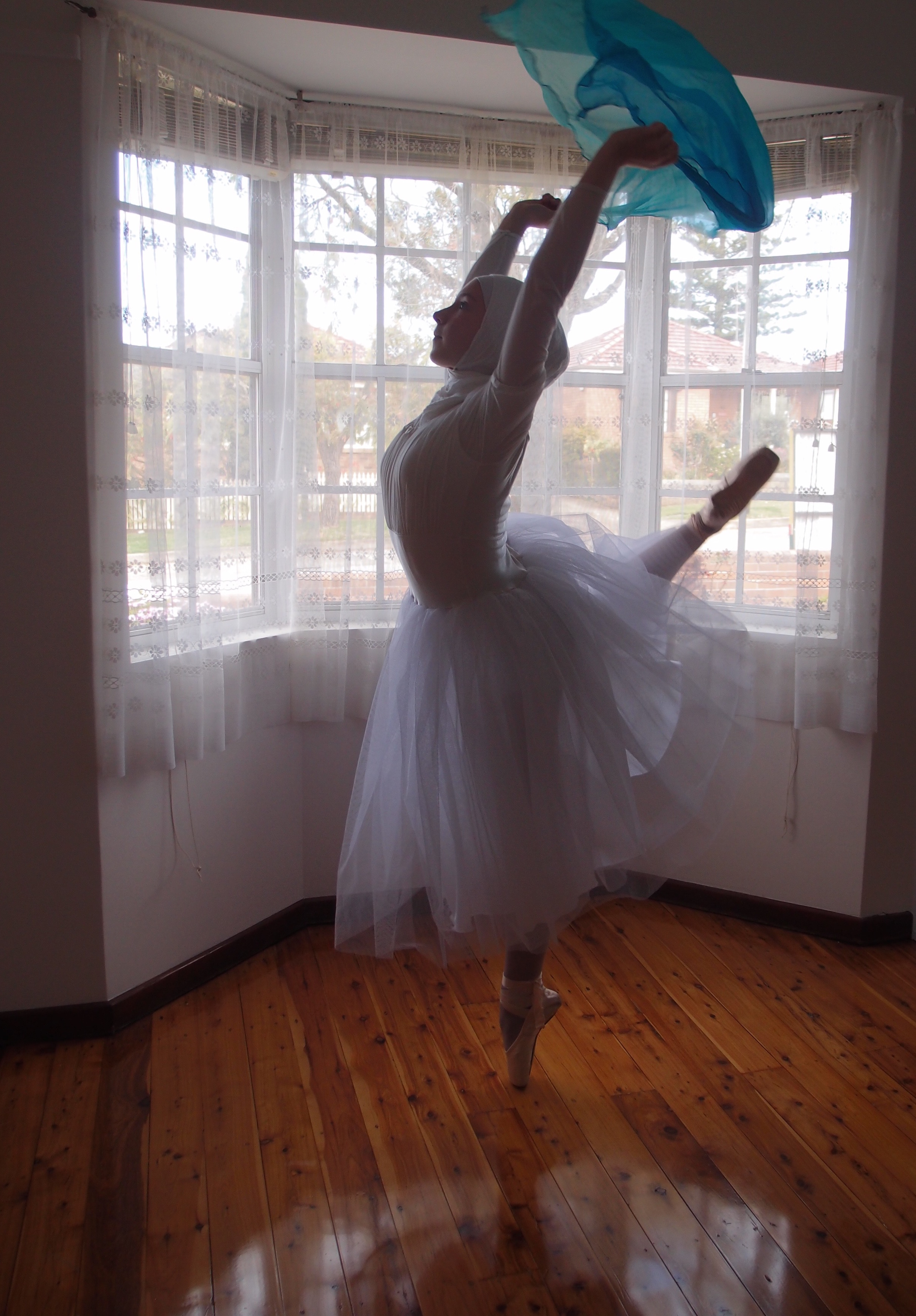 Teen wants to become the first hijabi ballerina
