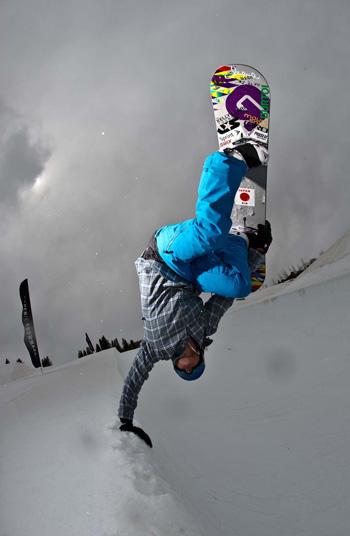 Kelly Clark snowoarding
