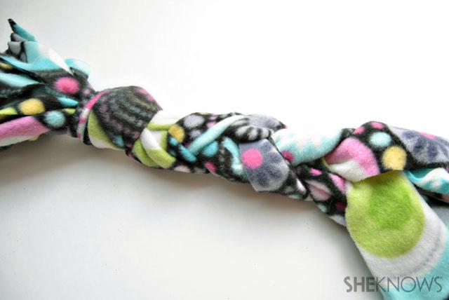 No-so fleece scarf image 5