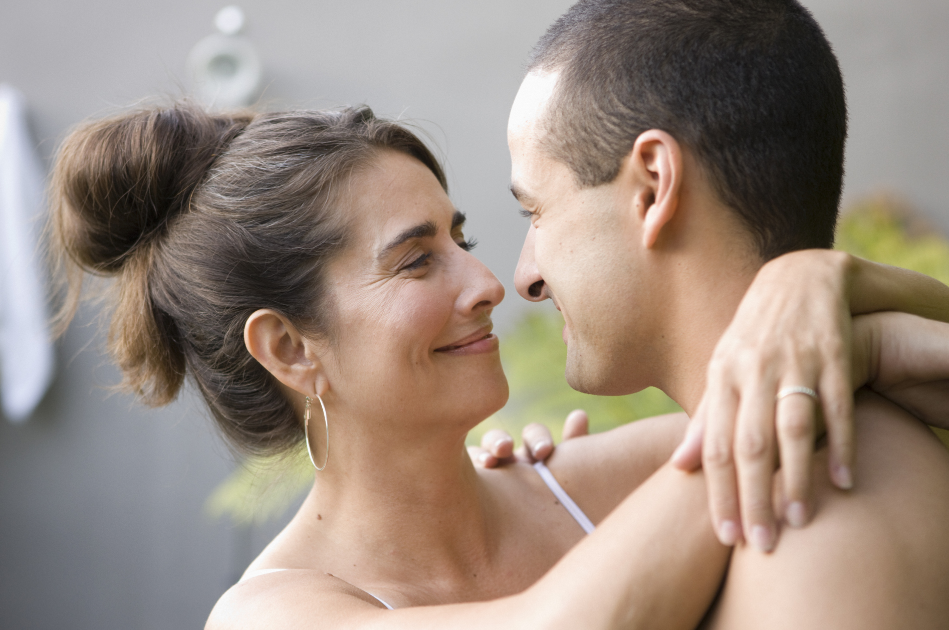 8 Reasons To Marry A Younger Man And Drop The Cougar