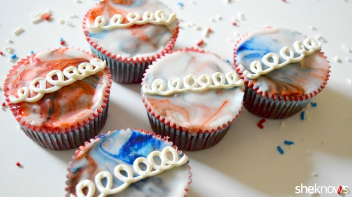 'Fauxstess' cupcakes in red, white and