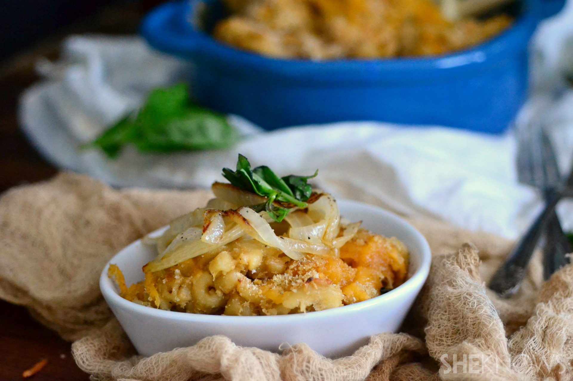 Slow cooker french onion mac n' cheese