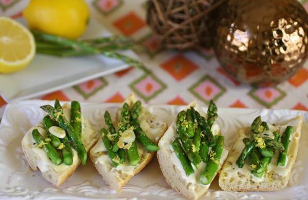 Asparagus and Brie bruschetta recipe