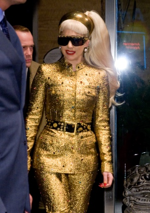 Lady Gaga stopped puking to save her pipes – SheKnows