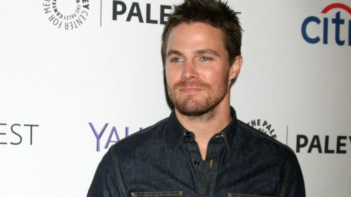 Stephen Amell explains controversial tweets —