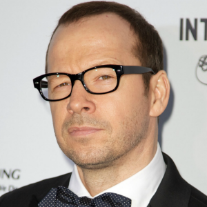 Donnie Wahlberg will be cheerleader at
