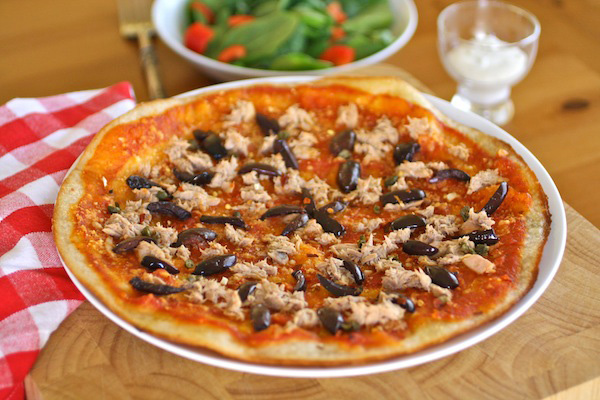Gluten-free Friday: Tuna and Black Olive Pizza