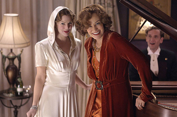 Drew Barrymore and Jessica Lange in HBO's Grey Gardens