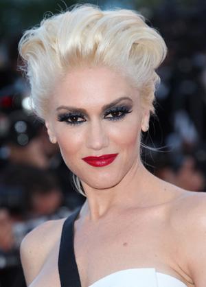 Gwen Stefani wearing dramatic eye makeup